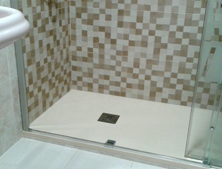 Baño con mampara serigrafiada